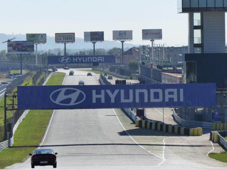 Quieres probar la experiencia de pilotar en un circuito de carreras en Madrid 768x576 - ¿Quieres probar la experiencia de pilotar en un circuito de carreras en Madrid?