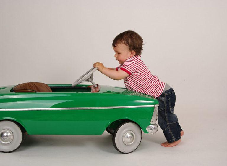 Como distraer a los ninos en un viaje de coche largo 1 768x560 - ¿Cómo distraer a los niños en un viaje de coche largo?