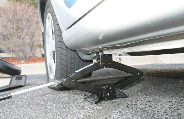 Cuatro pasos para sustituir un neumatico 768x499 - Cuatro pasos para sustituir un neumático