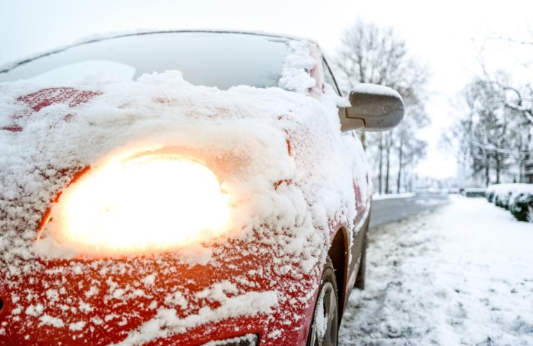 Siete consejos para conducir con nieve y hielo de forma segura